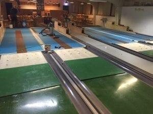 Kegelbahn Reparatur Platten einsetzen